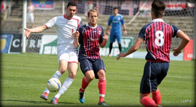 Cosenza, regalo promozione all'Hinterreggio. Pari col Sant'Antonio (3-3)