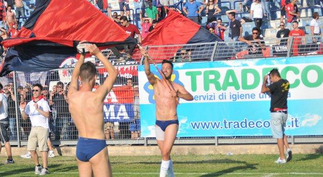 marano_festeggia_con_la_bandiera_rossobl