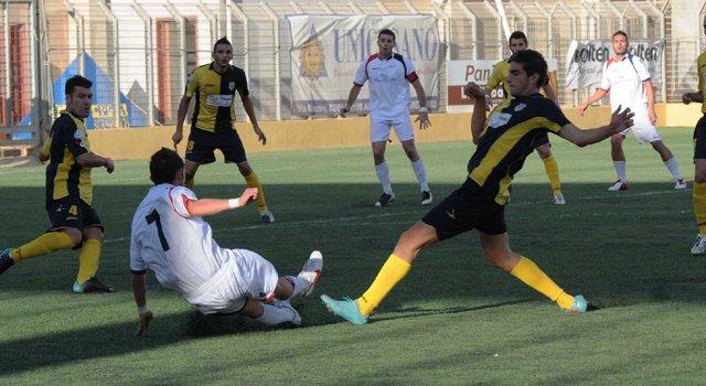 Il Cosenza regala un tempo al Licata, poi pareggia Mosciaro (1-1). Acr Messina a +3