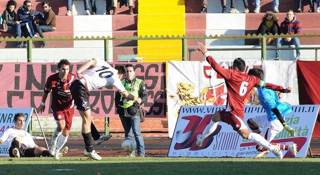 """Acireale furioso: """"Con l'Acr eravamo 11 contro 14"""". Lo Monaco: """"Non è vero, noi penalizzati a Cosenza"""""""