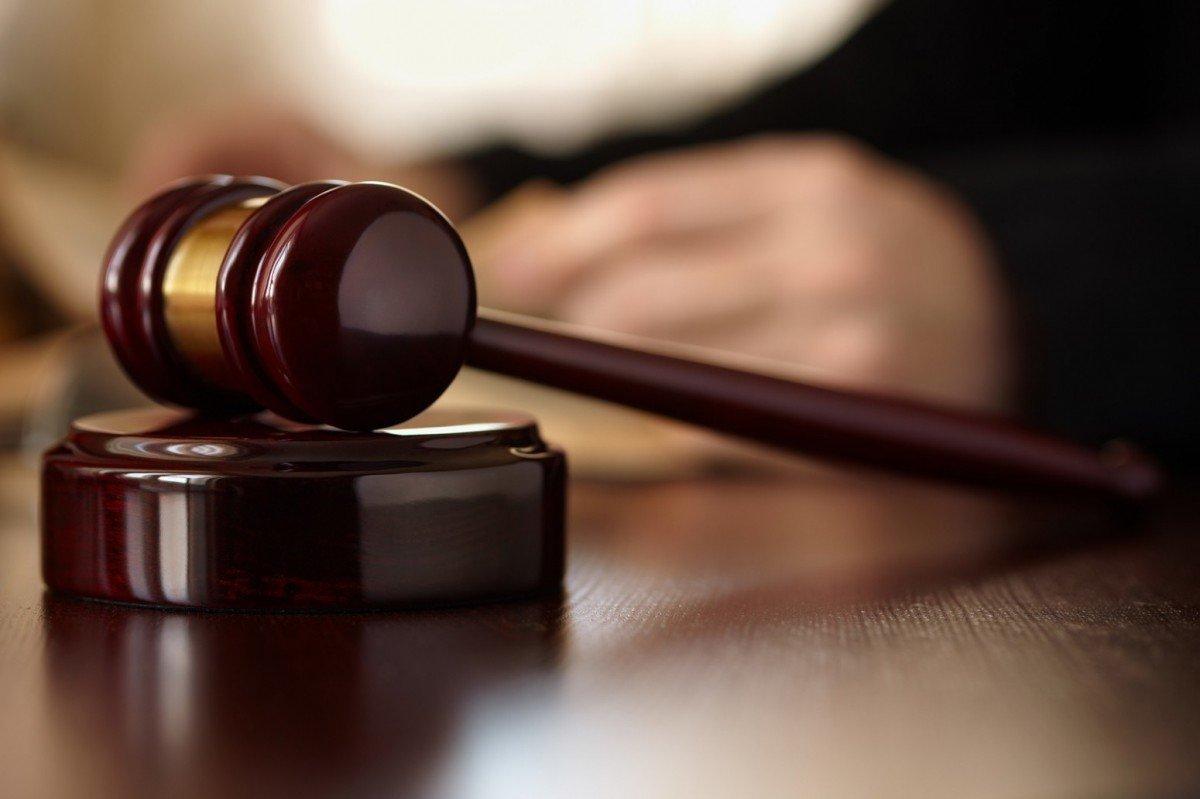 Assolta la donna accusata di aver approfittato del padre demente