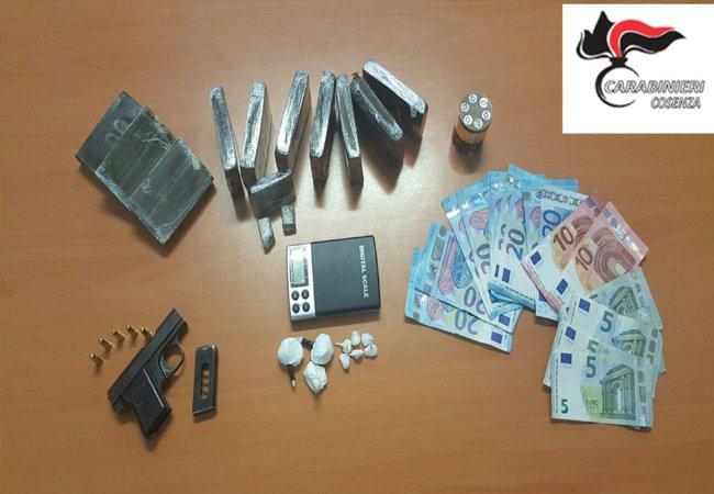 Trovato con pistola clandestina e droga, un arresto a Cosenza