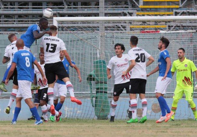 Il Foggia sbanca Siracusa e aggancia il Lecce in vetta (2-1)