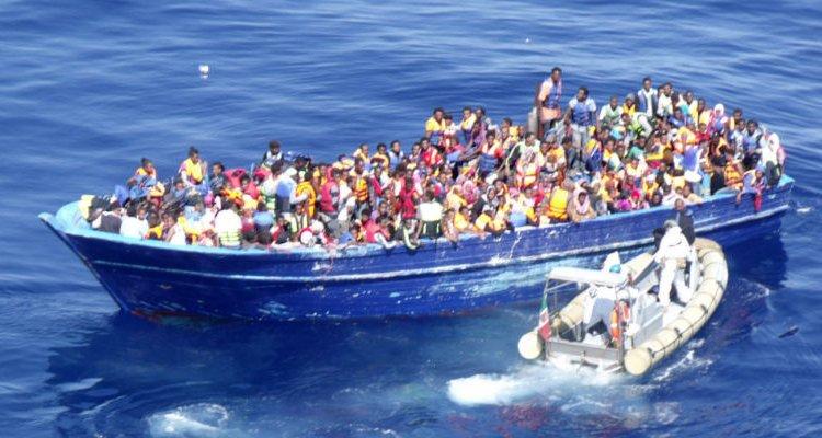 Torre Melissa, migranti in mare salvati dal sindaco e dai cittadini