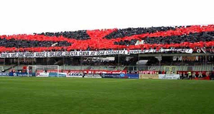 Daspo per il presidente del Foggia. Provò a far entrare 50 tifosi a Cosenza