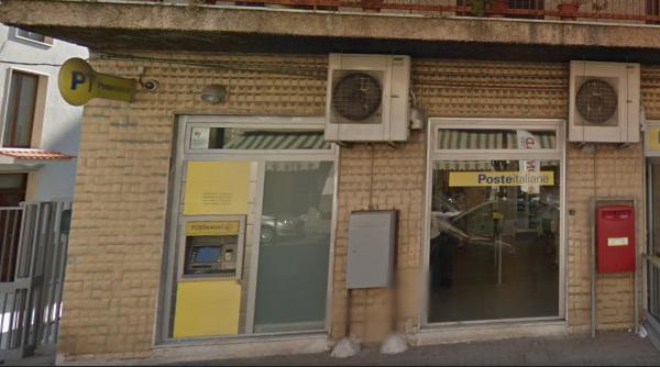 Fallito l'assalto all'ufficio postale di via Popilia: malviventi in azione con un escavatore