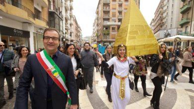 Photo of Carneval'ART, raduno in piazza Bilotti. Poi tutti verso il ponte di Calatrava [FOTO]