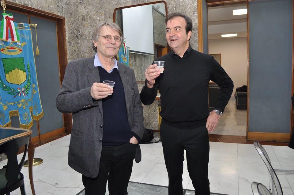 Lo scrittore Daniel Pennac visita Palazzo dei Bruzi. Le foto dell'incontro con il sindaco Occhiuto