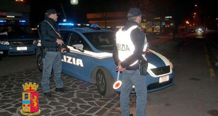 Droga e munizioni scoperti in una cassetta della Telecom, blitz della polizia