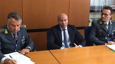 Photo of Turbativa d'asta e corruzione, tre arresti: in manette il sindaco di Aieta (e sua moglie)