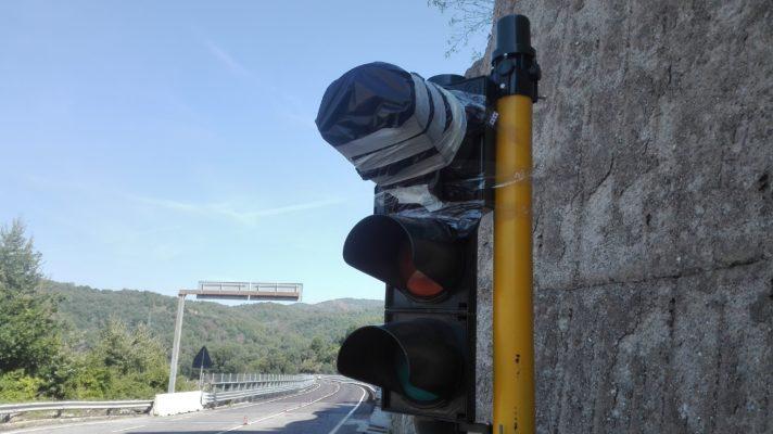 Ponte Cannavino, i timori dei cittadini: scoppia la polemica sui semafori [FOTO]