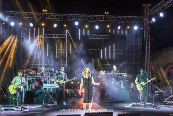 Noemi incanta al Festival Euromediterraneo, ora tocca a Biagio Izzo