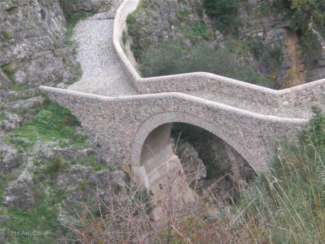Civita, tolti i sigilli al Ponte del Diavolo. Ecco il provvedimento