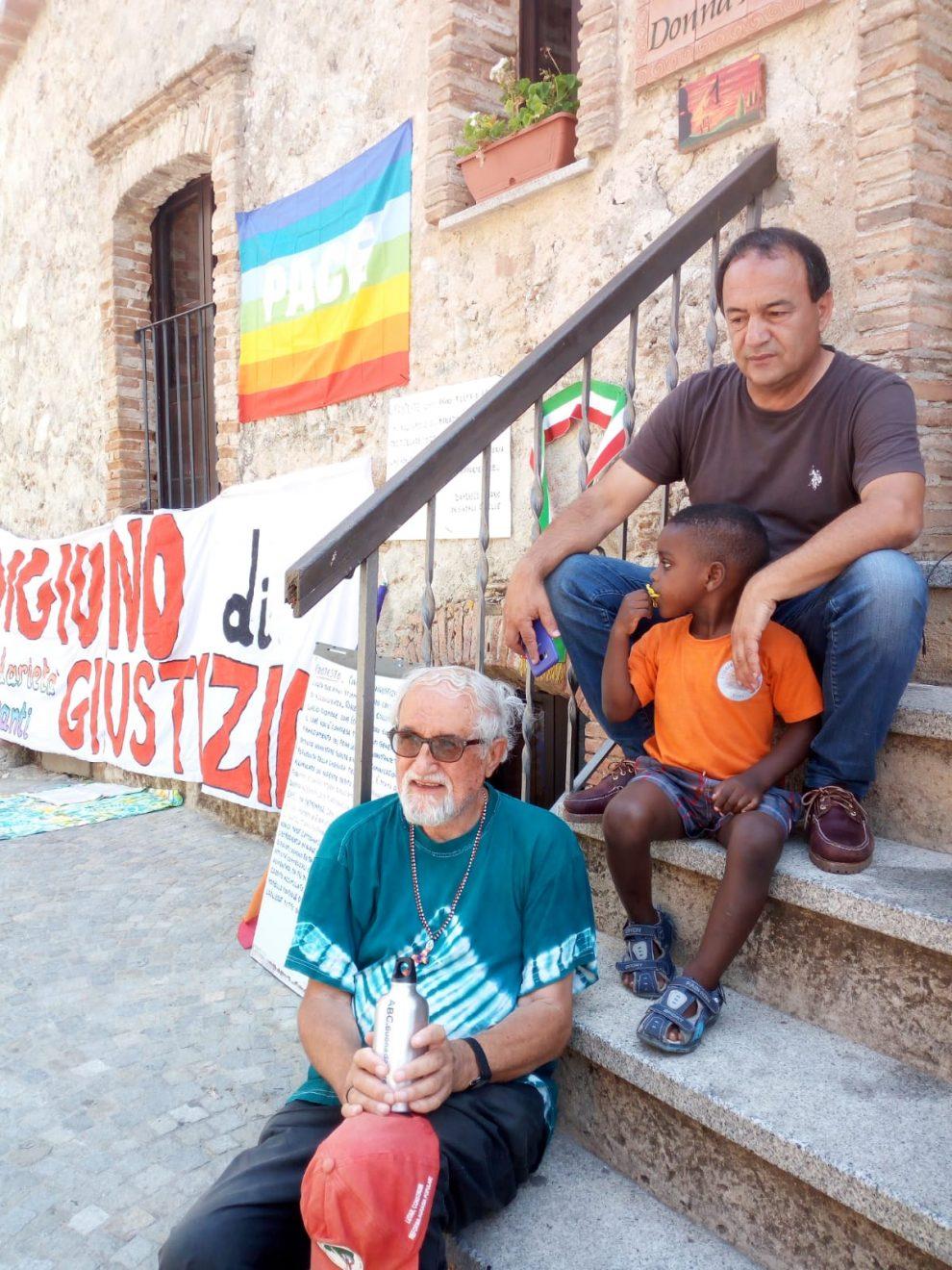 Arrestato Mimmo Lucano per aver favorito l'immigrazione clandestina