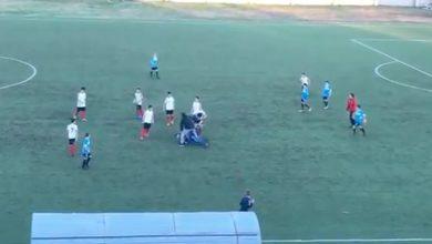 Photo of Schiaffi, pugni e calci: maxi rissa nel derby under 15 di Paola [VIDEO]