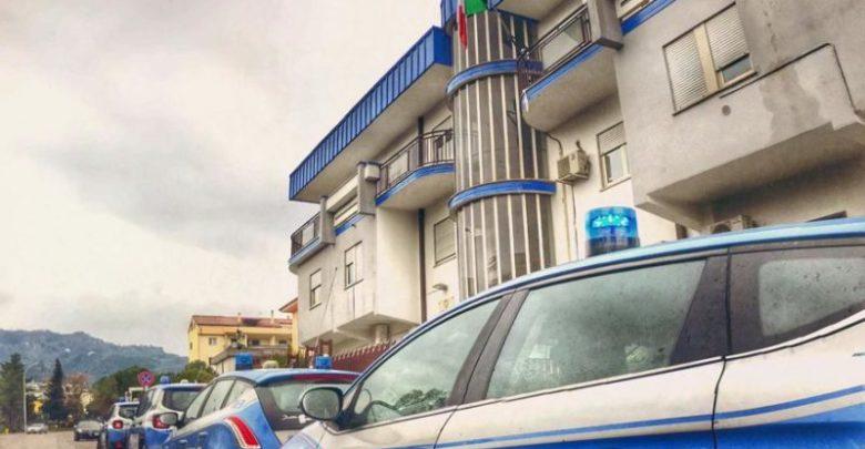 Furto in appartamento, la polizia arresta due persone