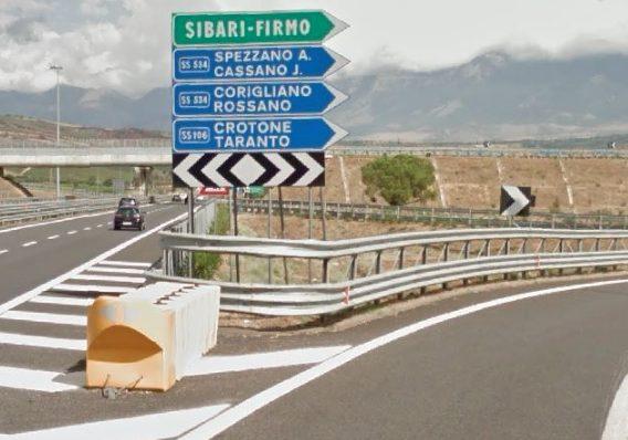 Saracena, chiuso il cavalcavia che sormonta l'A2 del Mediterraneo