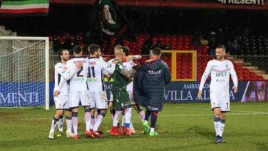Photo of Colpo Lecce, spettacolo a Brescia. Tabellini e voti del 21° turno di Serie B