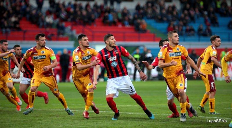 Dermaku, la lettera ai tifosi. «Eccoci ai saluti, il Cosenza ha un fan in più»
