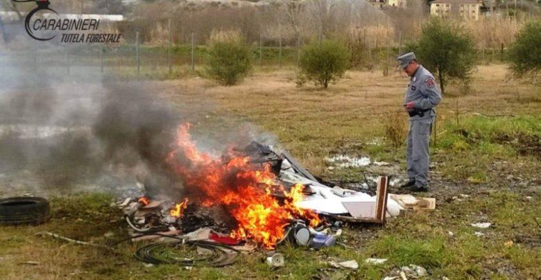 Deferito amministratore di società per combustione illecita di rifiuti