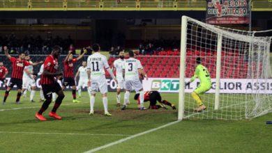 Photo of Il Cosenza si fa male da solo. A Foggia decide un autogol di Dermaku (1-0)