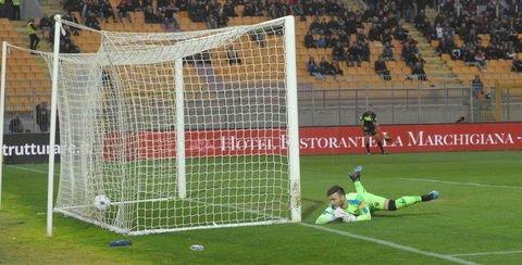 Lecce-Cosenza 3-1: gli highlights della partita dei rossoblù