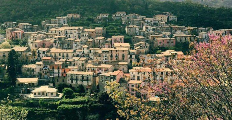 Il comune di Mendicino avrà il suo Borgo della Seta