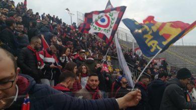 Photo of Che cuore i supporter del Cosenza. Sciarpata da brividi a Lecce sul 3-1
