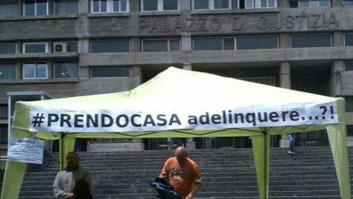 """Photo of Il comitato """"Prendocasa"""" protesta davanti al tribunale di Cosenza"""