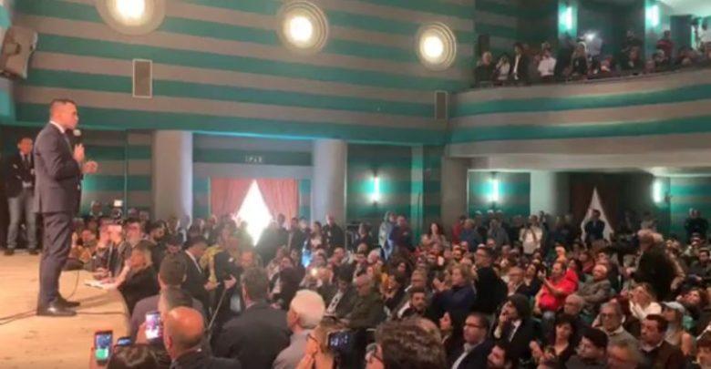 Europee, Di Maio a Cosenza: «Né destra né sinistra, sono tutti corrotti»