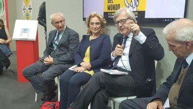 Photo of Vittorio Sgarbi: «Calabria esempio di umanità e accoglienza»