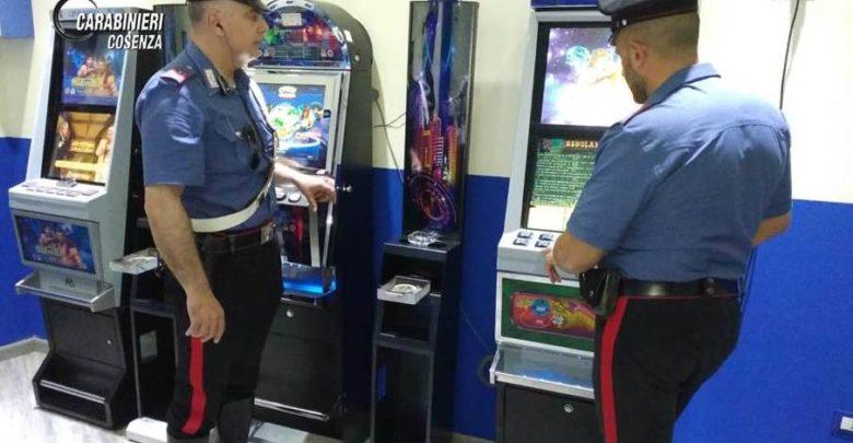 Cosenza, i carabinieri controllano le sale scommesse: denunce e sanzioni