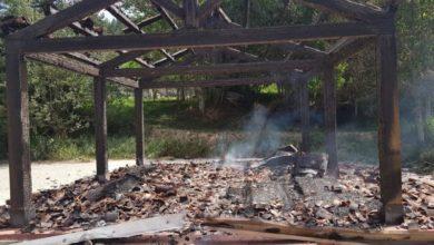 Photo of Vandali in azione a Lorica, bruciata l'isola ecologica