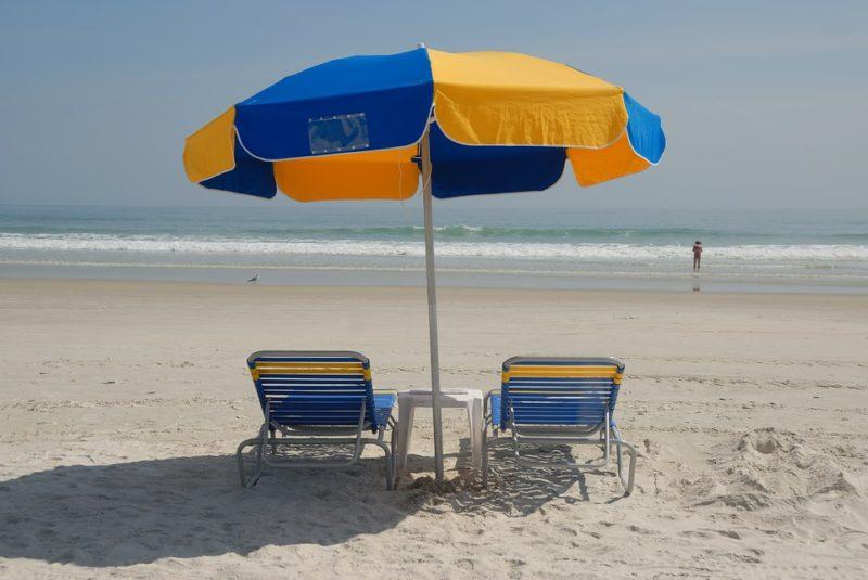 Un piccolo premio per chi raccoglie rifiuti e mozziconi in spiaggia