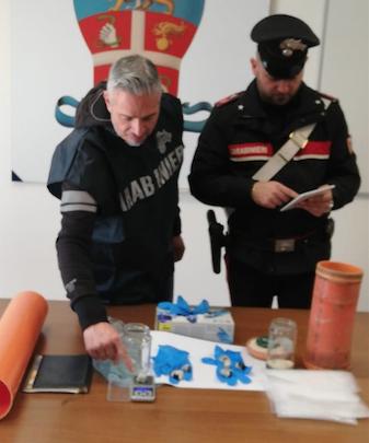 Droga nel divano di casa, arrestato 25enne di Corigliano Rossano