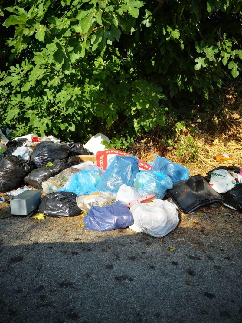 Degrado e sporcizia a Fiumefreddo, monta la protesta dei turisti