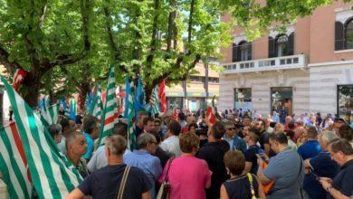 Photo of Sindacati in piazza a Cosenza per protestare contro la Sanità calabrese