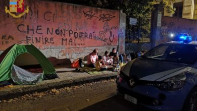 Photo of Cosenza, poliziotti pagano albergo a una famiglia senzatetto