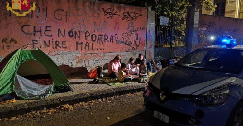 Cosenza poliziotti pagano albergo famiglia senzatetto
