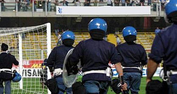 """La Digos di Torino notifica 75 Daspo al gruppo """"Torino Hooligans"""""""