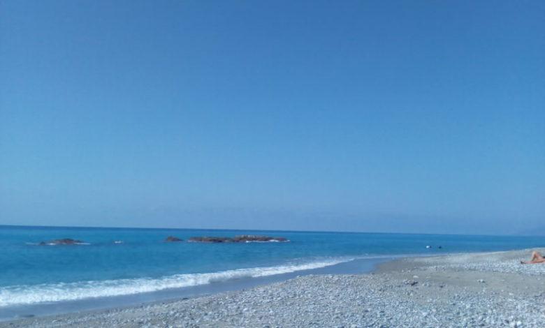 Fine settimana caldo: e c'è chi torna in spiaggia