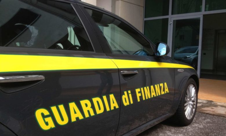 Circuiva anziane con riti esoterici, arrestata insegnante di religione di Reggio Calabria