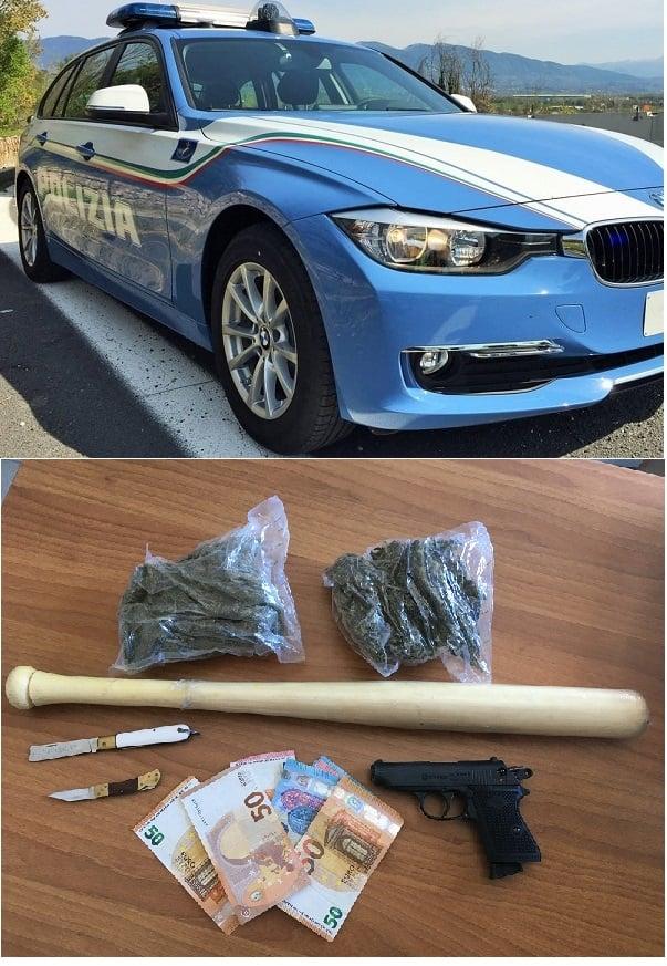 Agenti della polizia stradale di Crotone hanno arrestato due giovani cosentini trovati in possesso di armi e droga