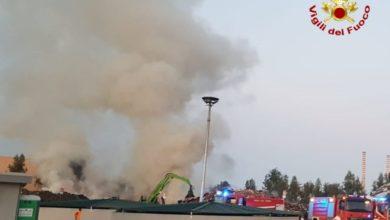 Photo of Grosso incendio all'Ecoross di Corigliano Rossano, a fuoco cumuli di rifiuti