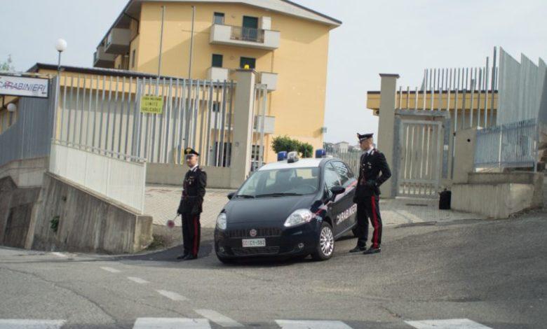 Picchia i genitori che lo hanno adottato: un arresto a Cassano all'Jonio