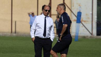 Photo of Guarascio presenta Petrone a Braglia e alla squadra. Il dg negli spogliatoi