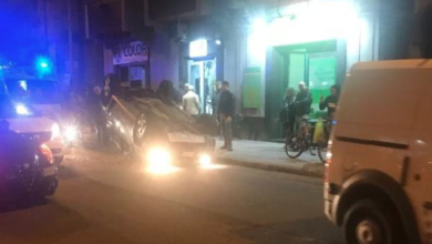 Photo of Incidente in via Caloprese, auto si ribalta: il soccorso dei negozianti