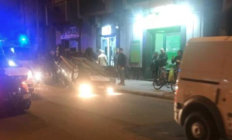 Una donna alla guida di una Dacia Duster ha provato a schivare un'altra macchina parcheggiata con motore spento in via Caloprese.