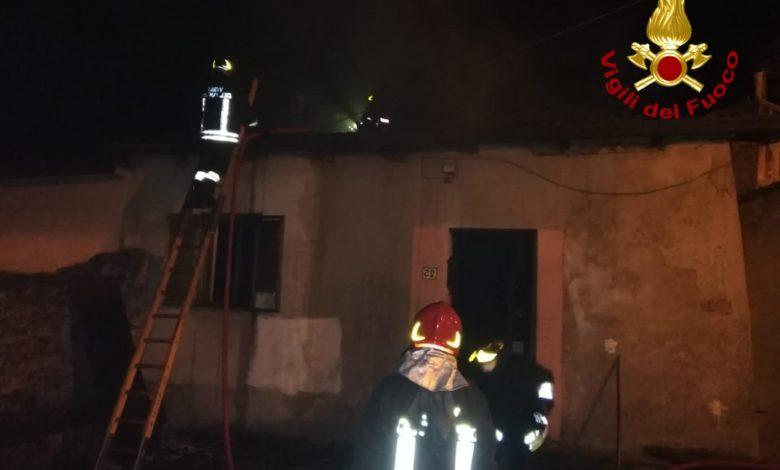 Incendio a Celico spento nella notte dai vigili del fuoco di Cosenza