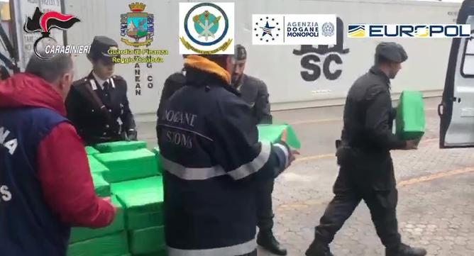 Oltre un quintale di droga in un container di banane: blitz a Gioia Tauro